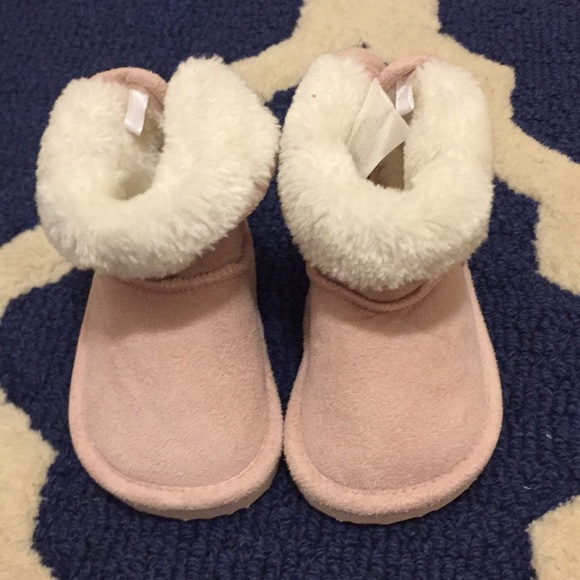 0c1aaab7722 Baby ugg style boots H&M size 2.5-3.5 pink